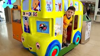 WHEELS ON THE BUS  Nursery Rhymes Kids Song