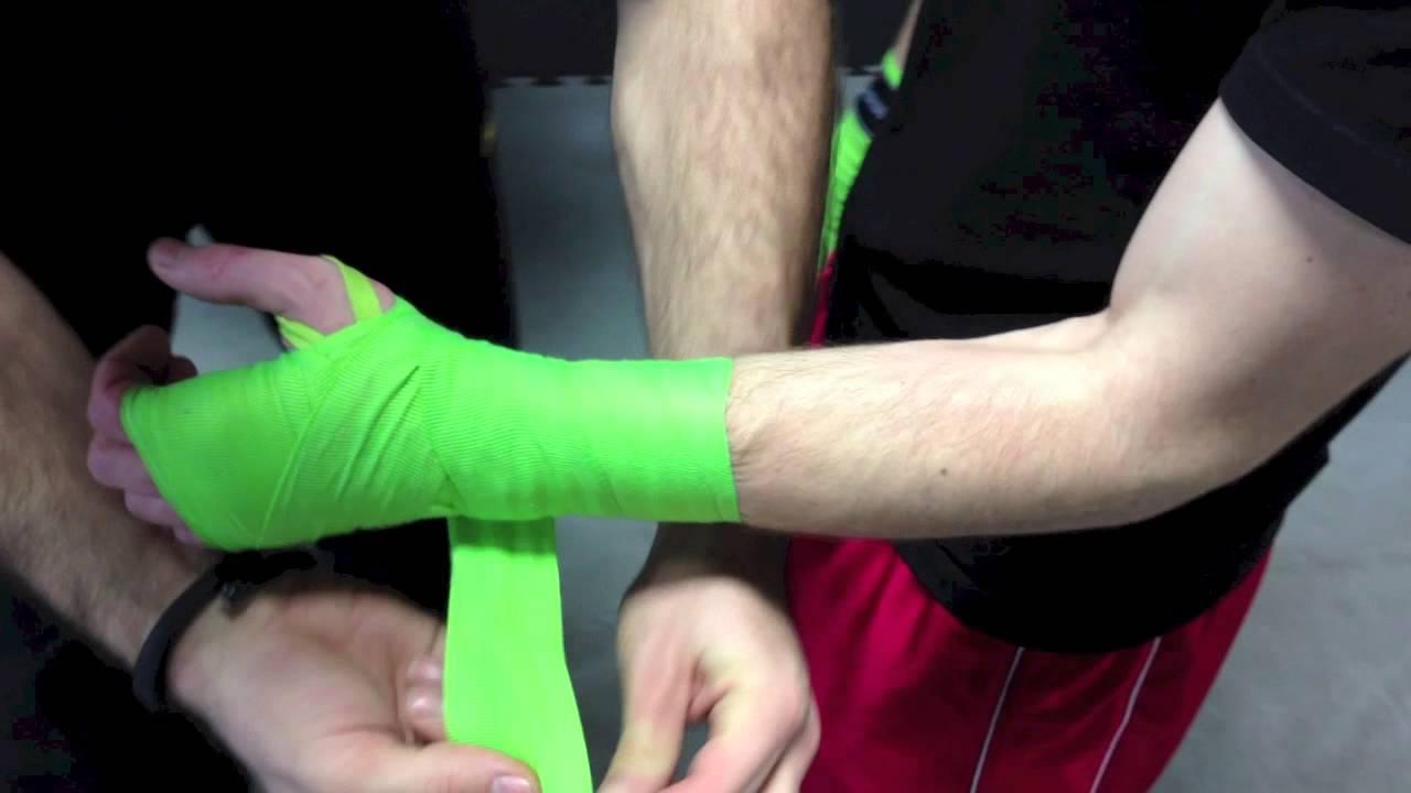 super calitate preț mai mic cu cod promoțional How to put on MMA/boxing hand wraps - YouTube