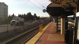 【アメリカ】VTA Light Rail Express passes Tamien Station 米国カリフォルニア州 サンノゼ市 ライトレール (VTA) 急行列車通過