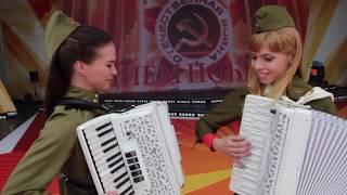 С Днём Победы!!! Дуэт ЛюбАняLA- ПОЗДРАВЛЕНИЕ ВЕТЕРАНОВ! LIVE.