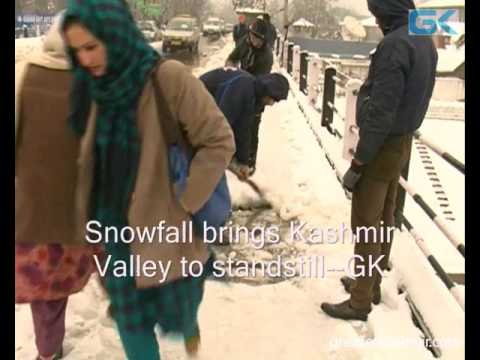 Snowfall brings Kashmir Valley to standstill