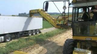 ROPA NawaRo-Maus  und euro-Tiger auf  dem Maissilo für die Biogasanlage