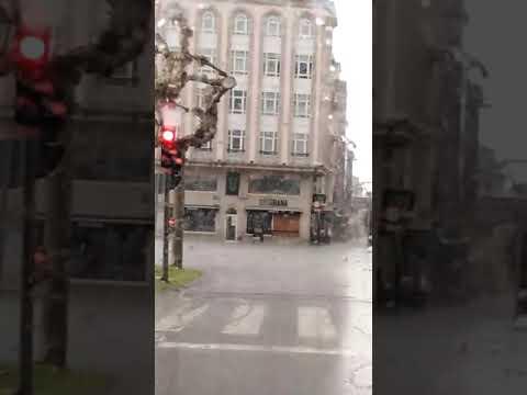 La tormenta descarga con intensidad sobre Lugo