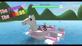 SHIPS VS SHARKS! (Roblox Shark Attack)