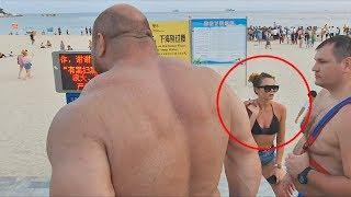 Download Весь пляж офигел от русского гиганта! Mp3 and Videos