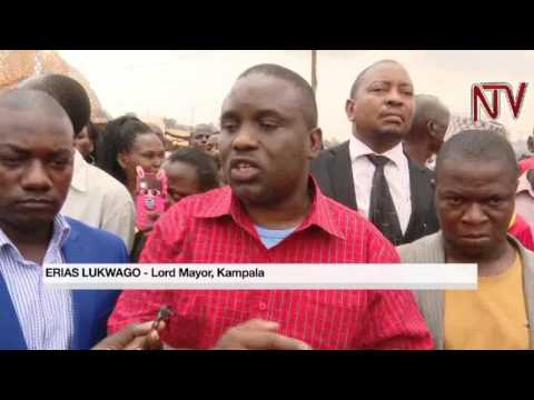 3:41 Lord Mayor sides with Kalerwe vendors in dispute with UNRA