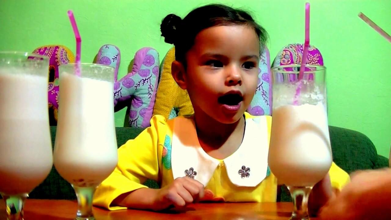 установке картинки люди пьют молочные коктейли репортажной фотографии