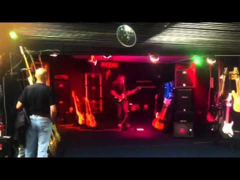 Gav coulson guitar demo at phoenix music and lighting