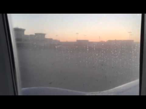 United Airlines B737-800 Taxi To Gate In Atlanta