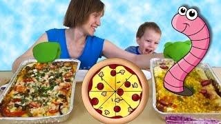 Two Пицца челлендж с червяками, клубникой и сладостями  Две пиццы готовим с мамой Pizza challenge