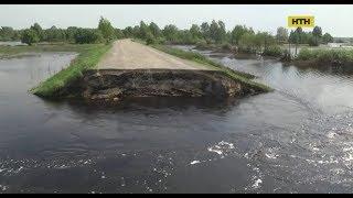 На Рівненщині люди, щоб врятувати село - зруйнували асфальтовану дорогу