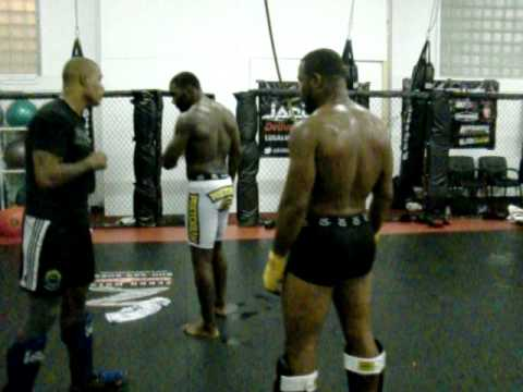 Instructions Tyrone Spong to UFC fighter Rashad Evans