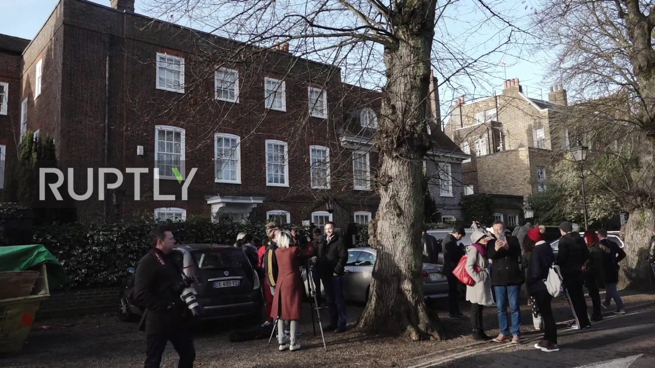 uk fans flock to george michael 39 s london home to pay