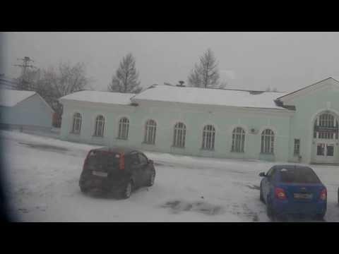 . Оленегорск. Высадка людей из автобуса на вокзал