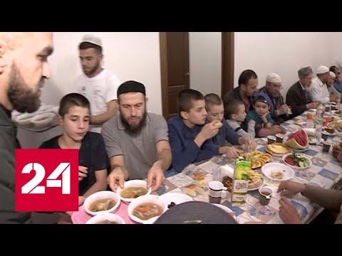 Смотреть Помощь не только по праздникам: как встречают Курбан-байрам в Казани - Россия 24 онлайн