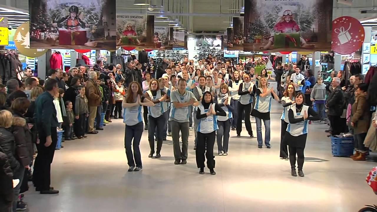ffcde7b13 Flashmob Shakira Decathlon Alleur HD - YouTube