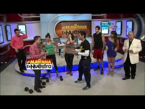 "Pato Zambrano y Vannzini intentan hacer ""headstand pushups"""