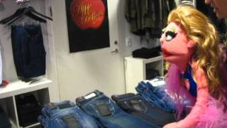 Avenue Q Denmark - Shopping with JR