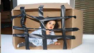 my little sister hiding in the box _ adel et Sami
