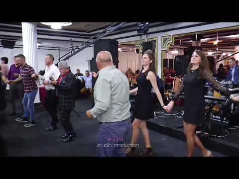 Axinte de la Vacanta Mare - Show de ziua Femeii - Parodii muzicale , Bancuri - NOU 2018