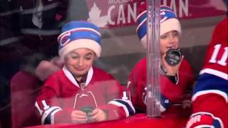 Хоккеист подарил ребенку шайбу(, 2016-01-28T12:00:58.000Z)