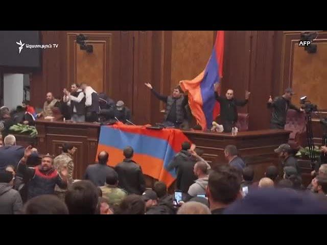 Протестующие захватили парламент Армении