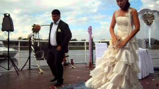 Прикольный свадебный танец