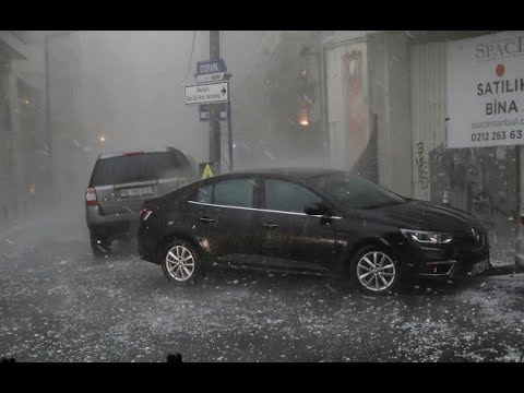 Hail storm floods roads, fells trees in Istanbul - July 27, 2017
