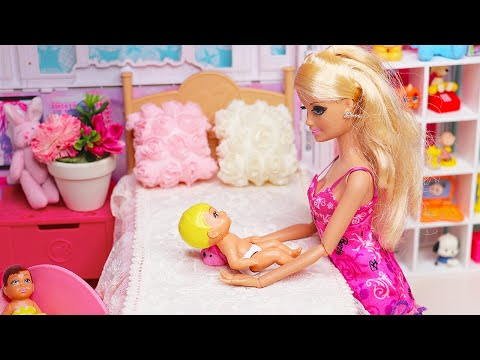 Two Barbie Ken Bedroom Family Morning Routine Baby Doll Dress Up Play Toys 인형놀이 드라마 장난감 놀이 | 보라미TV