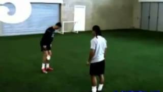 C.RONALDO VS RONALDINHO [FREESTYLE JUGGLING] HD