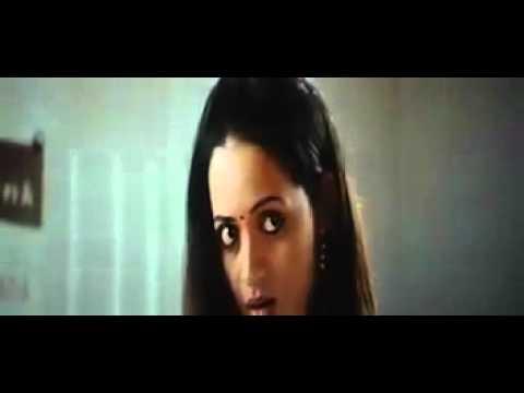 Bhavana Hot Navel Show In Saree - Actress Bhavana Exposing Hot Huge Full Navel in Saree thumbnail
