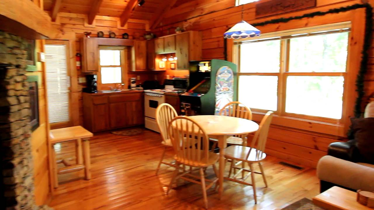 Heart 2 heart 1 bedroom log honeymoon cabin in wears for One room log house