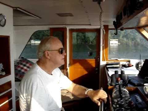Cruising the Tennessee River waterway