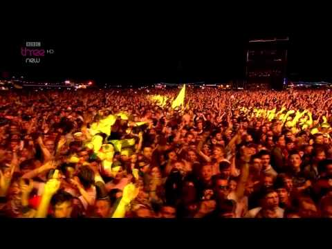 Arctic Monkeys - When The Sun Goes Down Live at Reading & Leeds Festival 2014 HD
