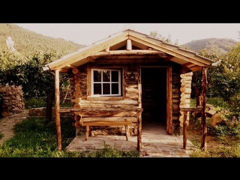 Construção De Uma Cabana De Troncos