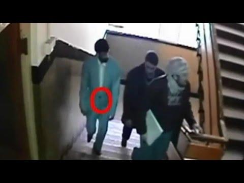 Câmera capta ataque de homem-bomba em Cabul thumbnail