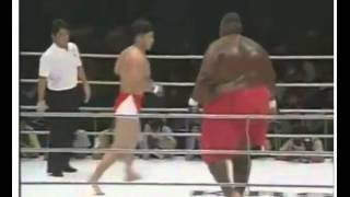 600ib sumo v small guy