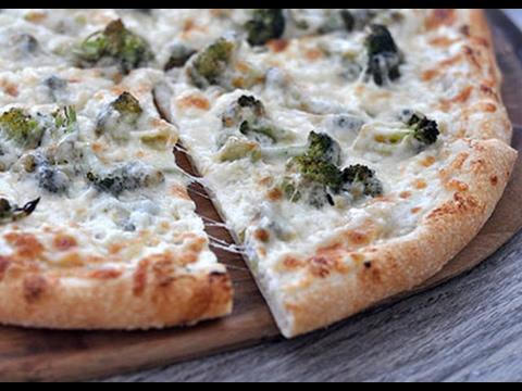 How to: Make a White Garlic and Broccoli Pizza PIY
