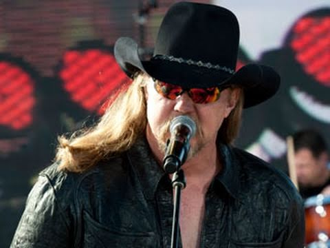 Tribute to the Troops: Trace Adkins performs