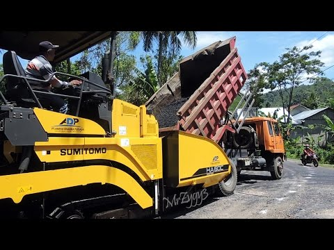 Road Work Asphalt Paver Sumitomo HA60C Finisher Working