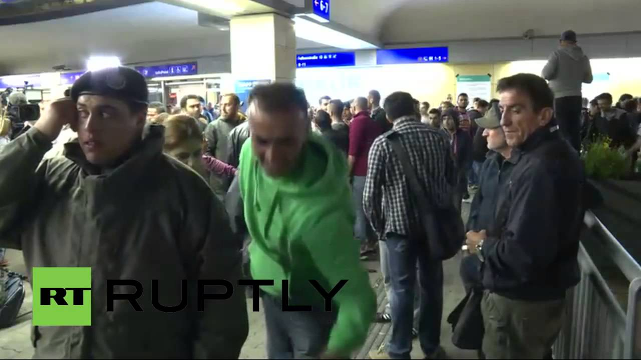 Прибытие беженцев в Вену