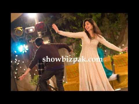 mahira khan dance with her husband and child