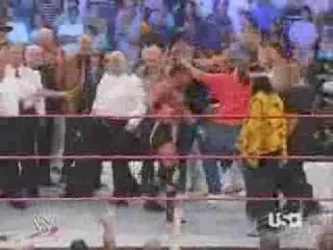 Kevin Von Erich does the Von Erich claw on RAW!