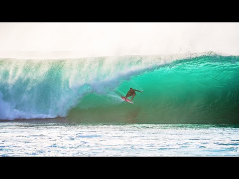 SURFING EPIC WAVES IN HAWAII (PIPELINE)