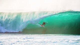 SURFING EPIC WAVES IN HAWAII (PIPELINE)