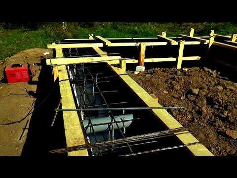Фундамент на участке с перепадом высот. Как сэкономить на объеме бетона.