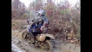 Мотоцикли Ямаха і Іж у болоті