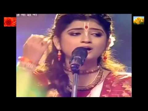Aditi Munshi   Amar Ekhon o se Radha Rani oi Banshir sure pagolini    Kirtan