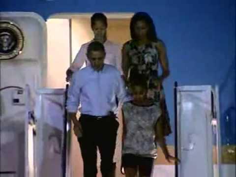 Obama arrives in Hawaii