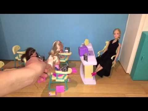 Игры и Куклы Барби для девочек: Школа и забавная ХИМИЯ. Получаем новый Цвет.